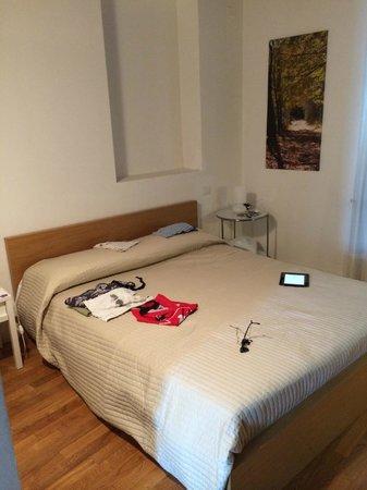 La Maison del Capestrano: cama de matrimonio.Habitación Teramo