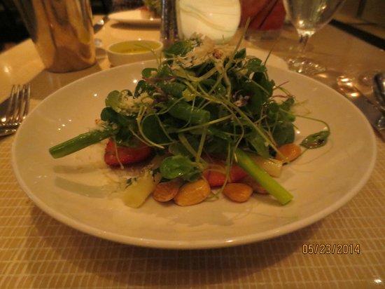 Maze: asparagus salad