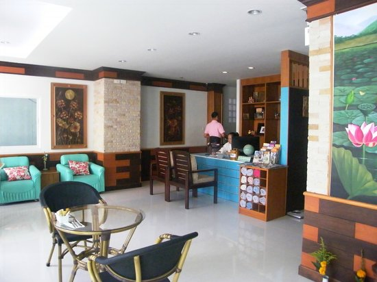 Ruen Buathong Boutique Guest House: hall with reception