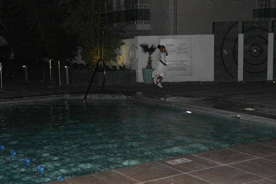 Crowne Plaza Santo Domingo: Night View of Pool and Deck