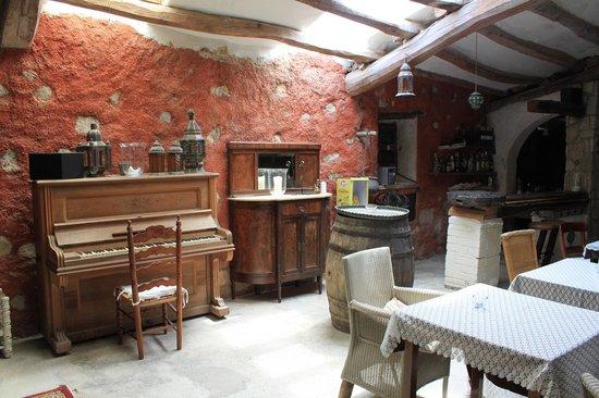 Masia Mas Xipres: cellar bar