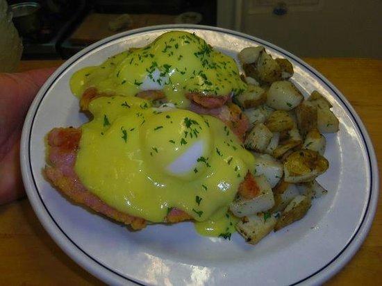 Dundas Diner: Eggs Benny
