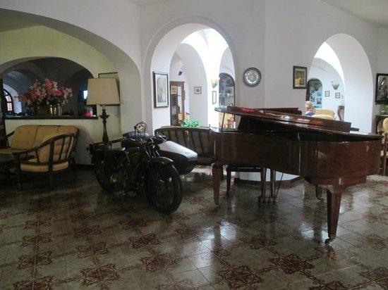 Hotel San Valentino Terme: particolare di una sala comune