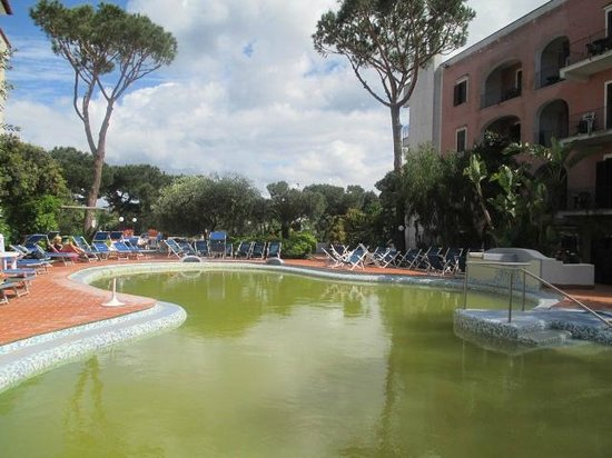 Hotel San Valentino Terme: la piscina esterna