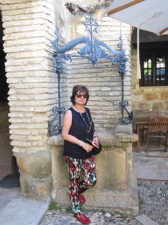 Hotel Palacio de Mengibar: Pozo en patio del hotel