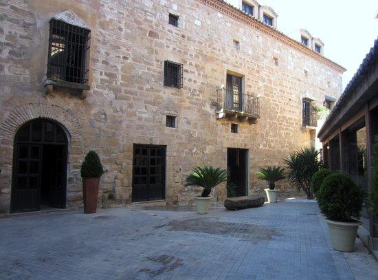 Hotel Palacio de Mengibar : Aspecto del patio de acceso al comedor