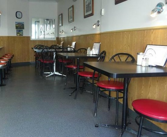 Dundas Diner: Cozy & clean, what else could you want? Oh yeah, GREAT FRESH FOOD!!!
