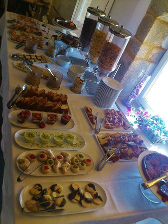 Hotel Borgo Pantano: The fab selection of cakes, pastries and crepes for breakfast