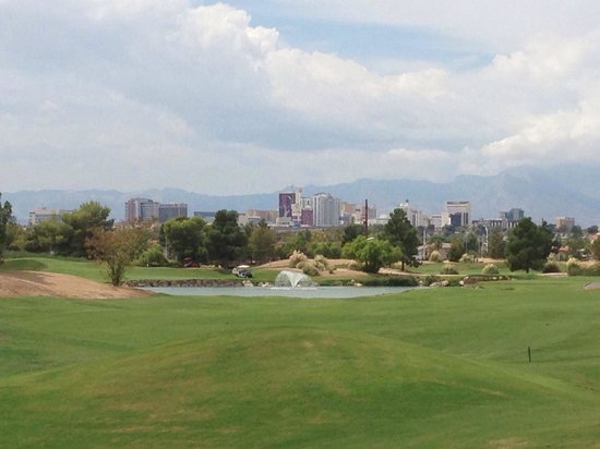Desert Pines Golf Club : Strip in the background - wow!