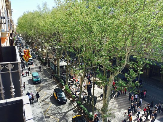 Hotel Internacional Ramblas Cool : View to our left towards the Port