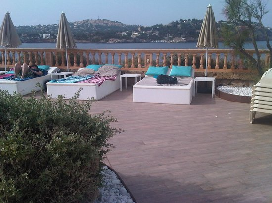 SENTIDO Punta del Mar: Beds being reserved (bagged)