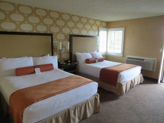 SeaCrest OceanFront Hotel : Zimmer