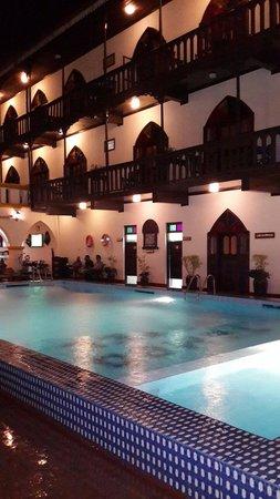Tembo House  Hotel & Apartments: Odalar ve havuz