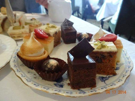 Eastern & Oriental Hotel : high tea - desserts