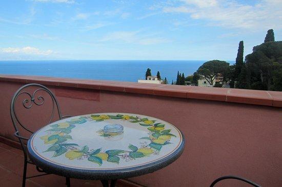 Hotel La Pensione Svizzera : our balcony / table