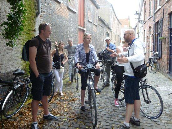 Quasimundo Bike Tours : Back on our bikes after the pub!