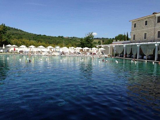 Terme di Saturnia Spa & Golf Resort: La stupenda piscina termale