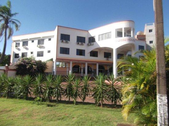 Iguassu Holiday Hotel: Visto da estrada