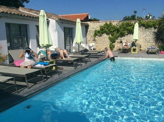Hotel Restaurant l'Ocean : piscine bien agréable