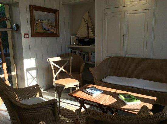 Hotel Restaurant l'Ocean : salon de l'hôtel