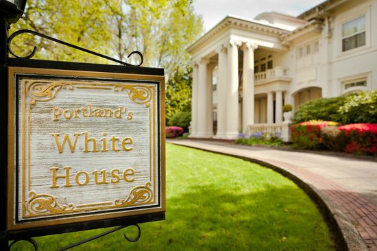 Portland's White House Inn: The circular driveway entrance to the hotel by 3rd Eye Photography
