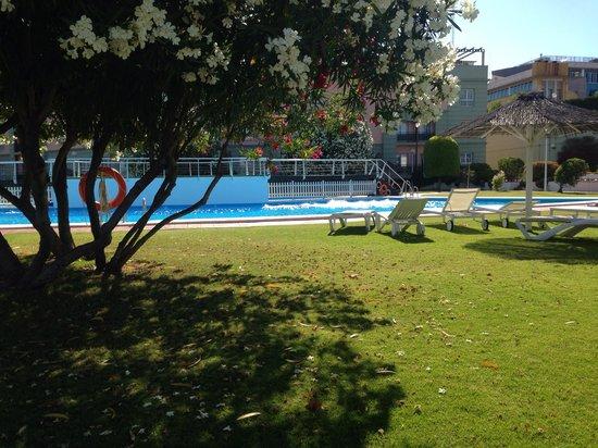 Hotel TRH Alcora: Pool sehr grosszügig