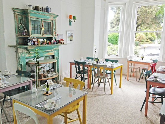 Highcliffe Contemporary Bed and Breakfast: Breakfast area