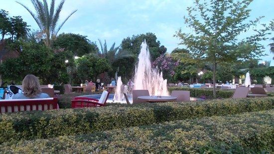 Can Garden Beach Hotel: Springbrunnen in der Kleopatra-Bar