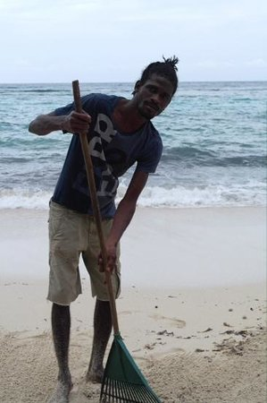 Winnifred Beach : Cleaning the beach - Great job, guys!