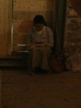 The Western Wall Tunnels : Woman praying in tunnel