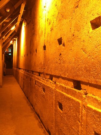 The Western Wall Tunnels: tunnel walls