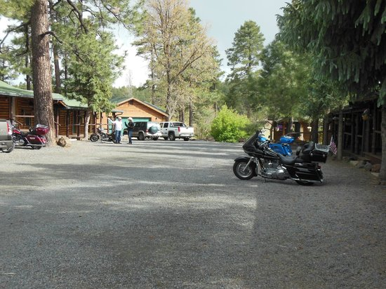 NINE PINES MOTEL: Lots of room for parking.