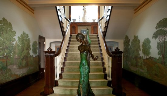 Portland's White House : As you enter into the White House you are greeted by this grand staircase.