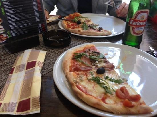Fast Food Nana: pizza nana, shared.