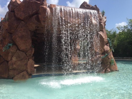 Iberostar Paraiso Beach: Waterfall with jacuzzi underneath in one of the many pools