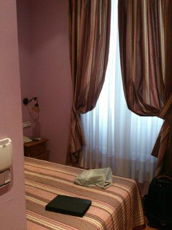Hostal Las Fuentes: habitación