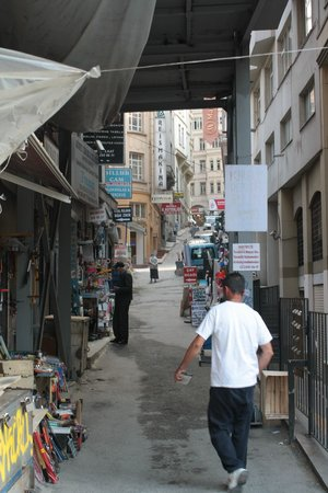 Galata La Bella Hotel : This the street that Galata La Bella is on as you turn the corner next to the Tunel