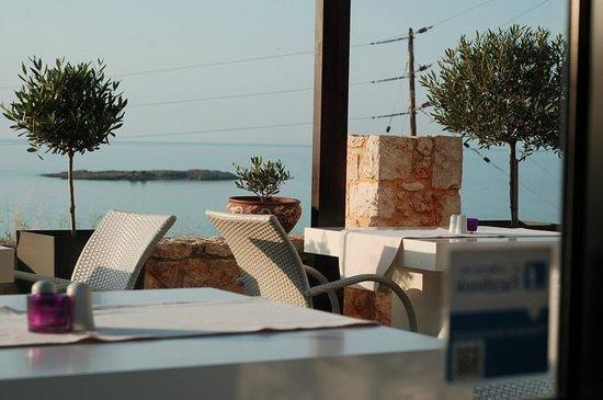 Alexis Hotel, Chania: Restaurant's patio