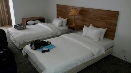Prima Hotel Melaka: Standard Twin Room. Super single size beds.