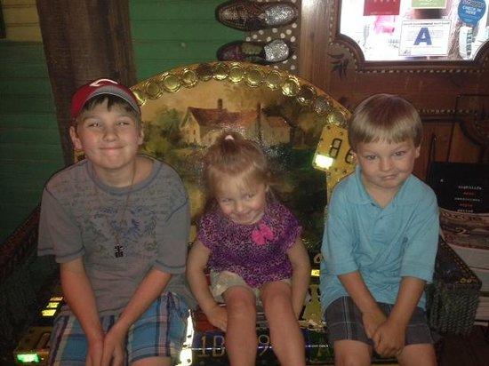 House of Blues Restaurant & Bar : kids before breakfast