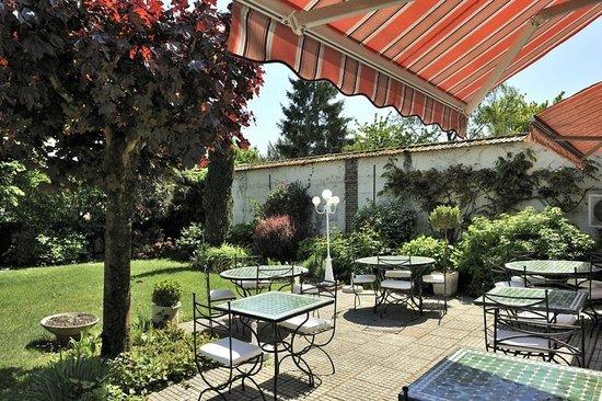 Les Tilleuls : Terrasse jardin
