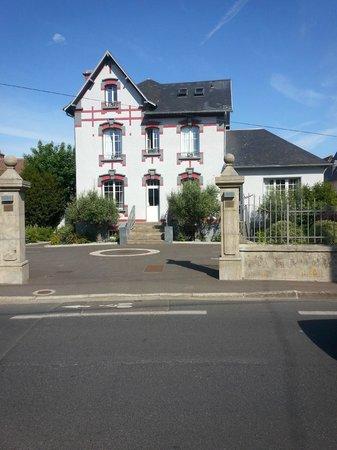 La Pecherie: Le manoir, facade coté parking