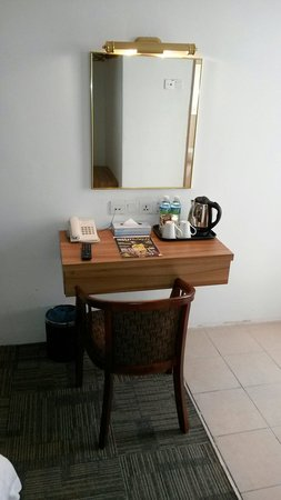 Prima Hotel Melaka: Dressing table and tea making facility.