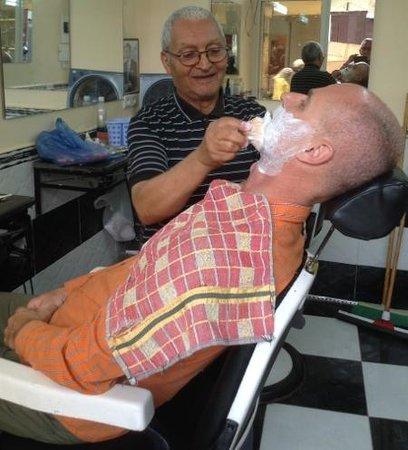 Ibis Fes: Fès:Besuch beim Barbier (15 MAD,ca.1,35€)