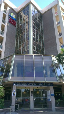 Family Life Avenida Suites: Front of golden avendia