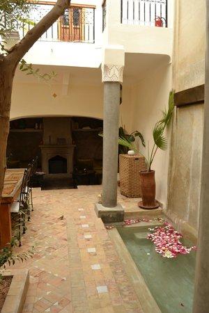Dar Rocmarra : Inner courtyard.