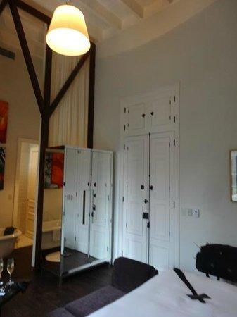 Hotel B: Room 226