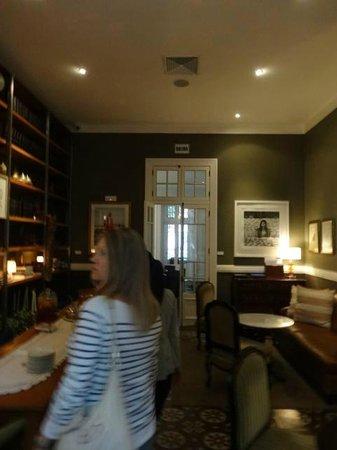 Hotel B: Breakfast Room