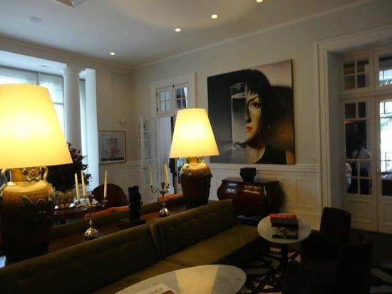 Hotel B: Lobby