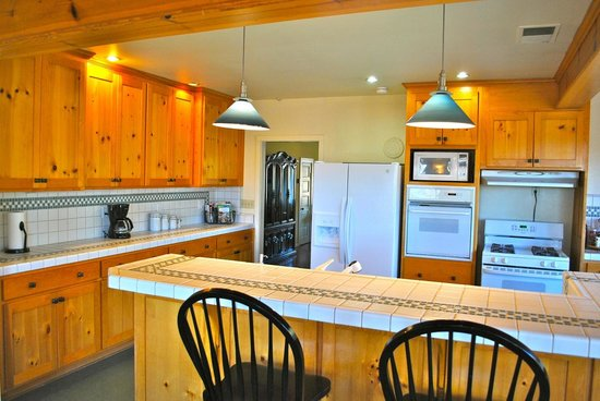 deLorimier Winery & Vineyard Lodging : Full kitchen